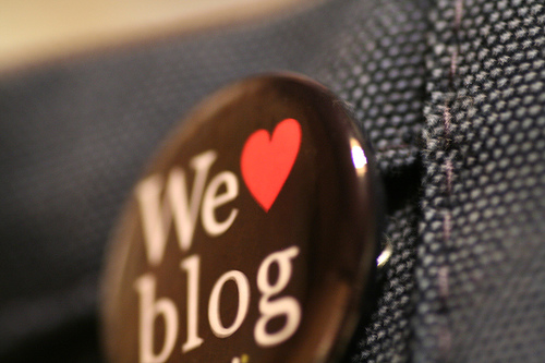 We love to blog button.